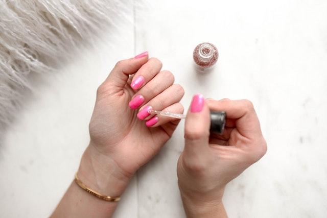 Jak wykonać idealne paznokcie w domu?
