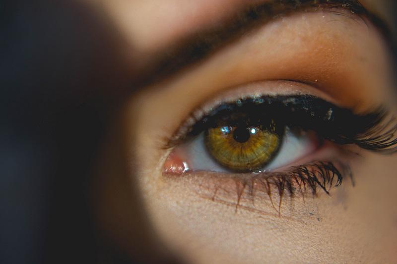 5 sztuczek makijażowych, aby twoje oczy wyglądały na większe