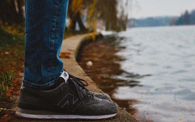 Od obuwia sportowego do ulubieńca mody: jak trampki przekroczyły granicę